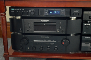 Hifi Marantz CD6005 CD player, PM7004 Amplifier, and Sansui AT202 timer.