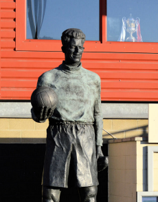 Statue of Sam Baltram at the Valley (Charlton Athletic).